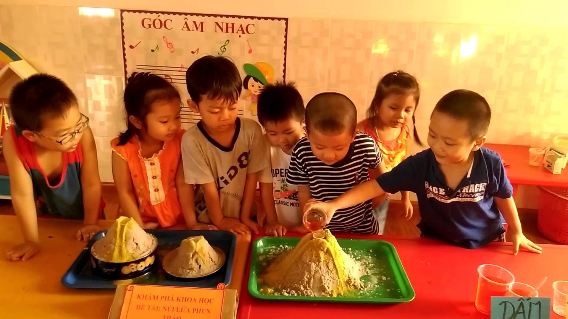 Cho các bé thực hiện những thí nghiệm ngay tại lớp vừa giúp bé học tập lại vừa thỏa sức sáng tạo tiếp thu kiến thức một cách tự nhiên nhất