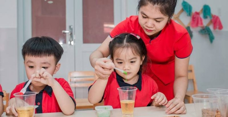 Thí nghiệm cho trẻ mầm non – các cách làm đơn giản mà hấp dẫn cho các buổi học